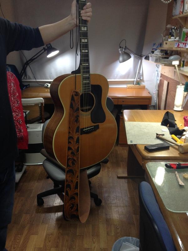 和田さんギターストラップ3.JPG