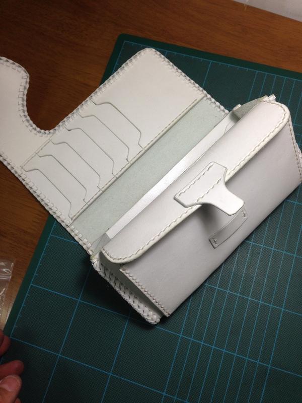 山口さん白財布5.JPG